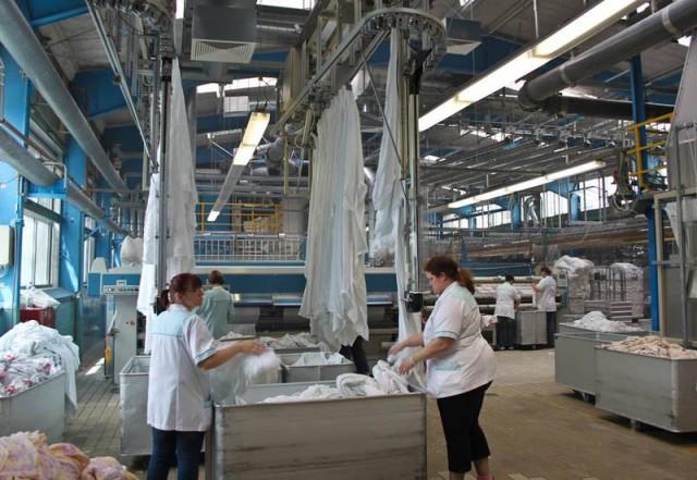 Die Wäsche durchläuft bei der Firma Kampschulte viele Stationen.