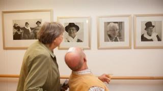 Das bin ja ich: Eine kleine Galerie mit Portraits der Hausbewohner wurde zum zehnjährigen Jubiläum des Hauses enthüllt. (Foto: SMMP/Beer)