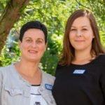 Einrichtungsleiterin Karin Gerdes (l.) und Pflegedienstleiterin Svenja Rae leiten das Seniorenzentrum Am Eichendorffpark in Oelde Stromberg. Foto: SMMP/Ulrich Bock