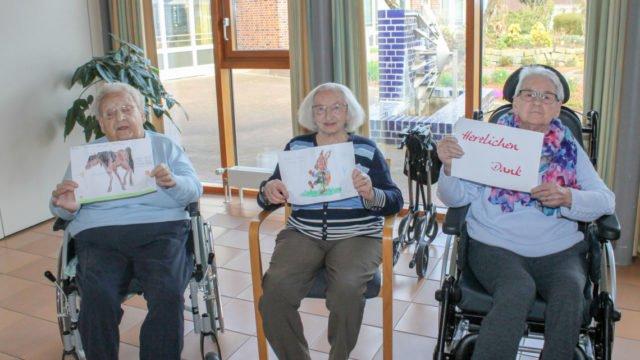 Die Bewohnerinnen und Bewohner des Seniorenzentrums Am Eichendorffpark haben vor Ostern eifrig Karten geschrieben.